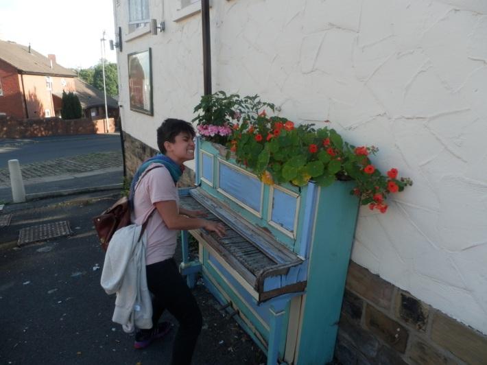 """Hara Alonso. """"In Leeds, UK, espontanious encounter"""". (Imagen tomada de la página web de Hara Alonso)"""