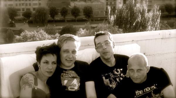 Carlos Luxor y Javier Iriso (segundo y tercero por la izquierda), junto a Indigexta y Josenoise, en junio de 2014. Fotografía: Archivo Pi.