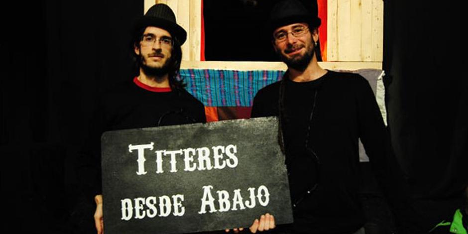 Los titiriteros encarcelados y puestos en libertad con cargos (sus marionetas y material de trabajo han sido incautados).