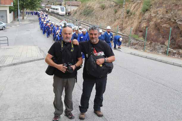 Los fotoperiodistas Mauricio Peña y Norberto Cabezas en una de las Marchas Negras.