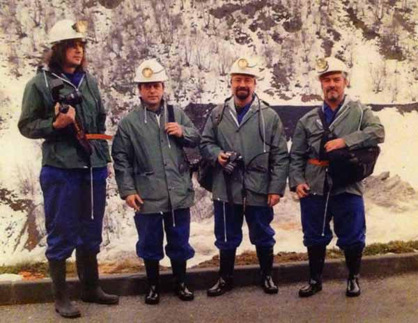 Los fotoperiodistas JM López, Javier Casares, Peio García y Norberto Cabezas, en una mina de carbón.