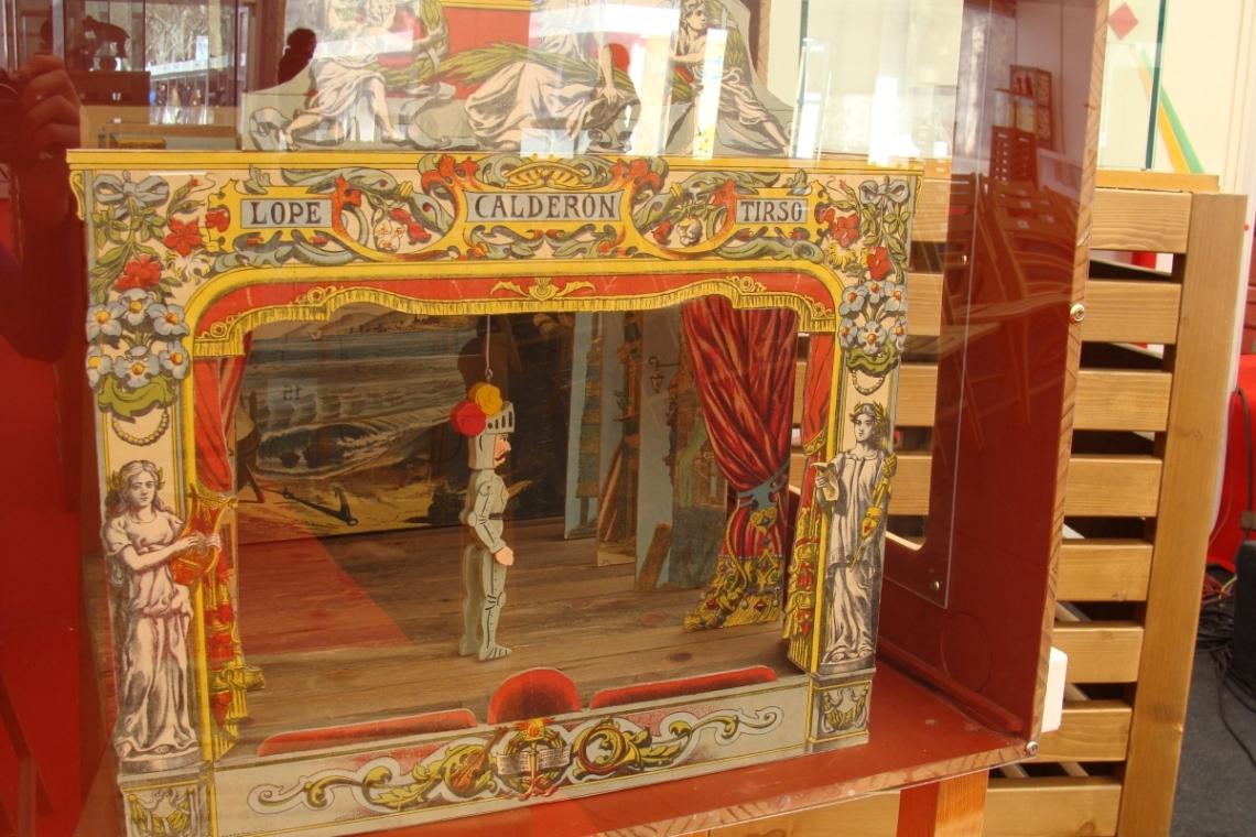 Uno de los teatrillos de papel de la exposición..Fotografía: L. Fraile