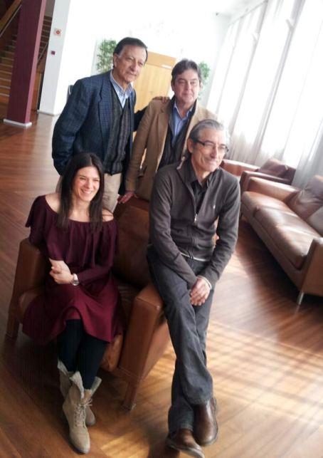 Sentados: Blanca Izquierdo y Juan Manuel Pérez (actriz y director). De pie: Ramón García (autor del libro) y José María Viteri (gestor teatral).