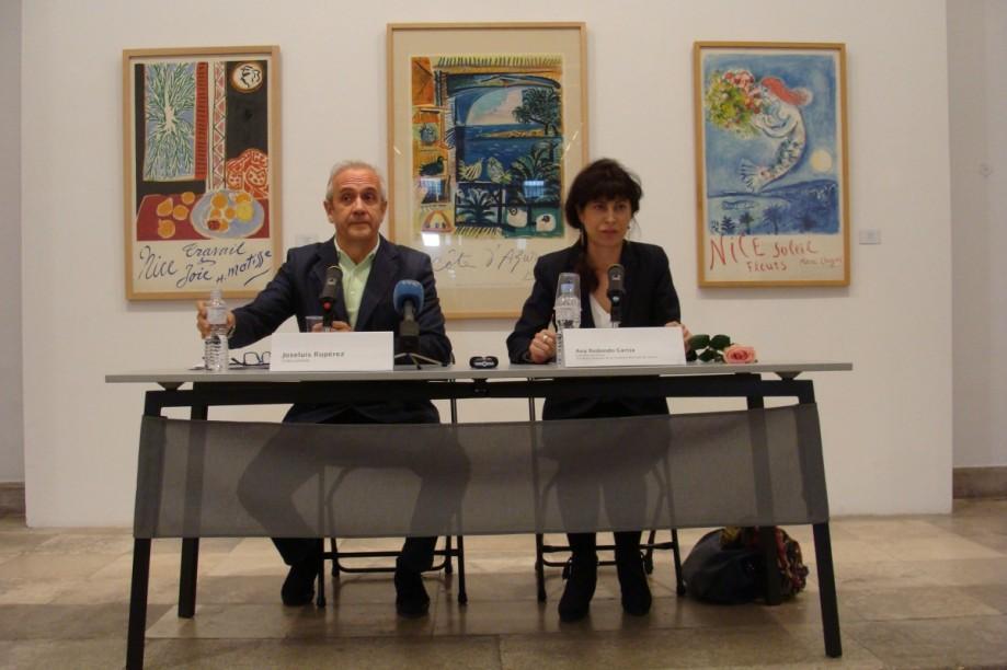 El coleccionista Joseluis Rupérez y la concejala Ana Redondo. Foto: Laura Fraile