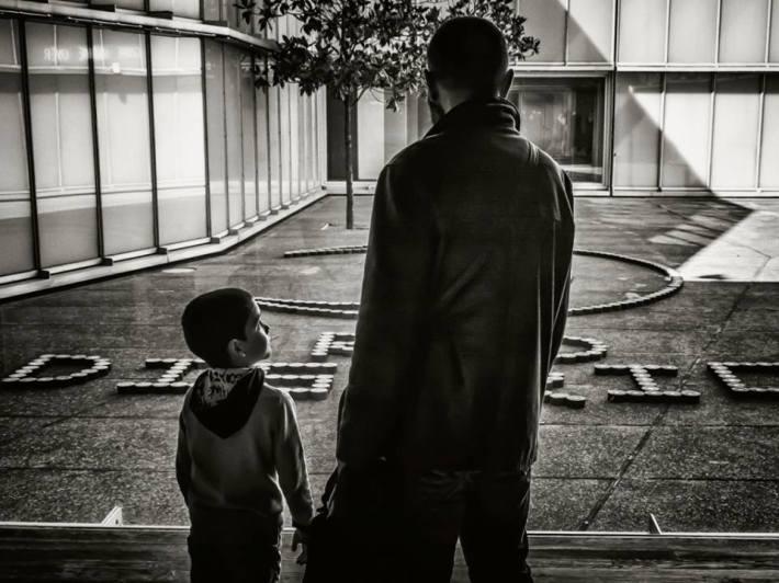 """Fotografía ganadora del I Concurso Fotográfico por el Día Internacional del Museo 2015. El autor titula su trabajo """"Aprendiendo a mirar"""" y firma con el nombre artístico de """"marc GreenBase""""."""