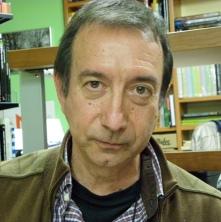 El escritor Tomás Sánchez Santiago.