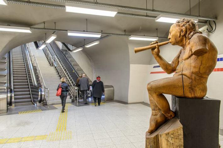 """""""The musician"""", escultura de Amancio González en Izmir (Turquía)."""