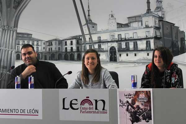 Eude, la concejala de Juventud Marta Mejías y la rapera leonesa Ángela Benéitez.