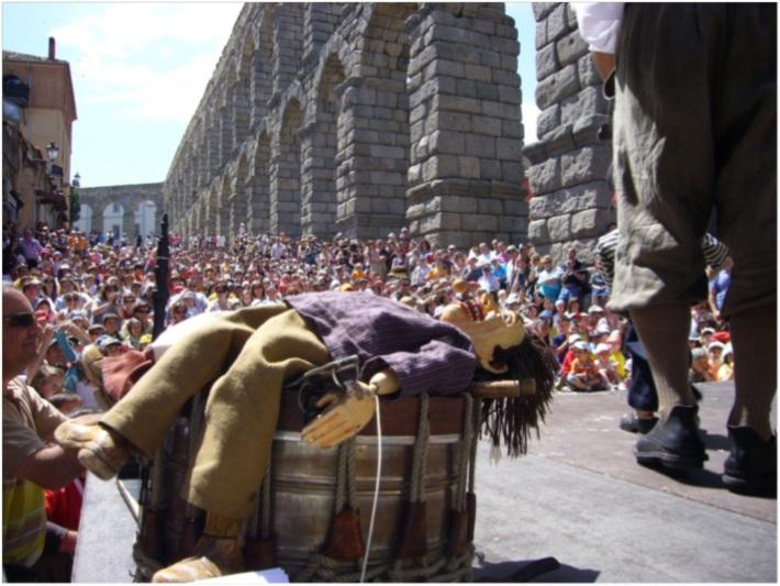 Espectáculo de títeres en la plaza del Azoguejo.