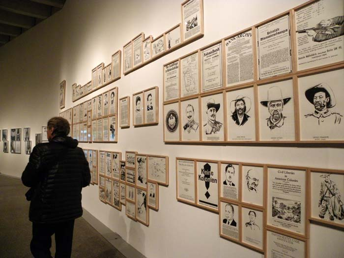 """Visita guiada a la exposición """"TOC. Una colección propia"""", en el Musac. © Foto: E. Otero."""