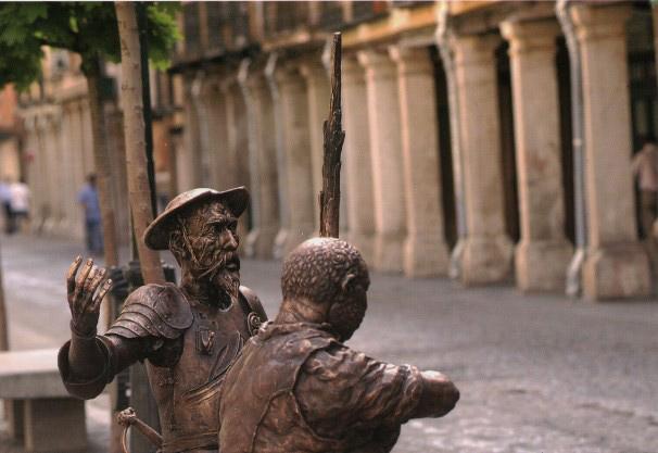 Esculturas de Don Quijote y Sancho junto a la casa natal de Cervantes en Alcalá de Henares. Foto: Baldo.