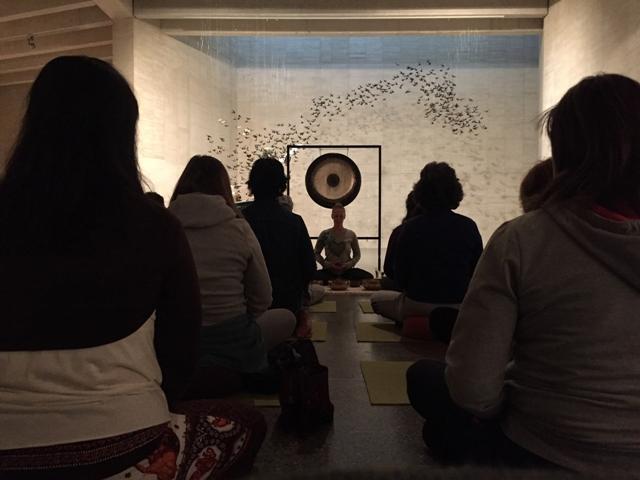 Meditación en la exposición de Pamen Pereira. Fotogtrafía: Cortesía del MUSAC.