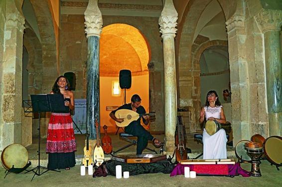 Los músicos Sara Marina, Emilio Villalba y Clara Campos. ©Fotografía: Antonio García Ceballos.