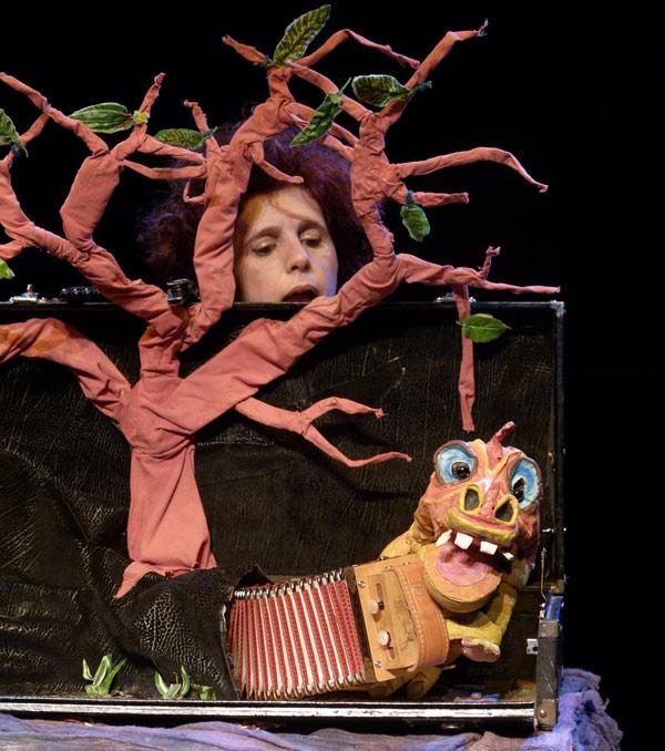 """Títeres. """"l bosque en la maleta""""."""
