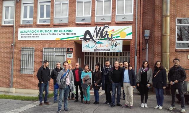 Sesión junto a José Luis Viñas, preparatoria de la Convivencia entre vecinos-as de Guardo y León. Amgu, Guardo. 2016. Fotografía: C. Sayago