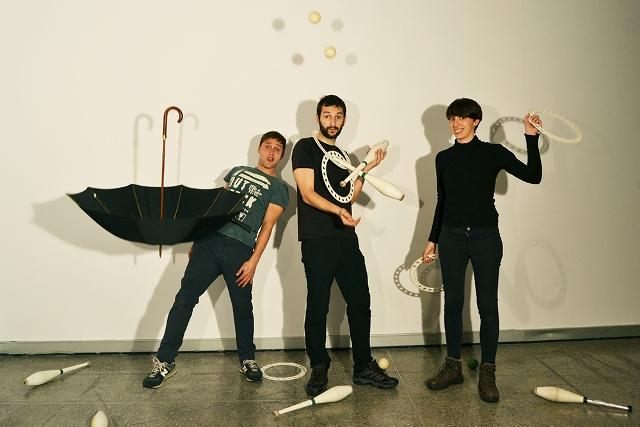"""Martín Castaño, Toni Liébana y Alba González, integrantes de """"Et Ludit"""". Fotografía: Cortesía de los artistas."""