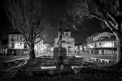 """""""Noche en la plaza"""", de Javier Díaz Barrera, mejor fotografía en blanco y negro."""
