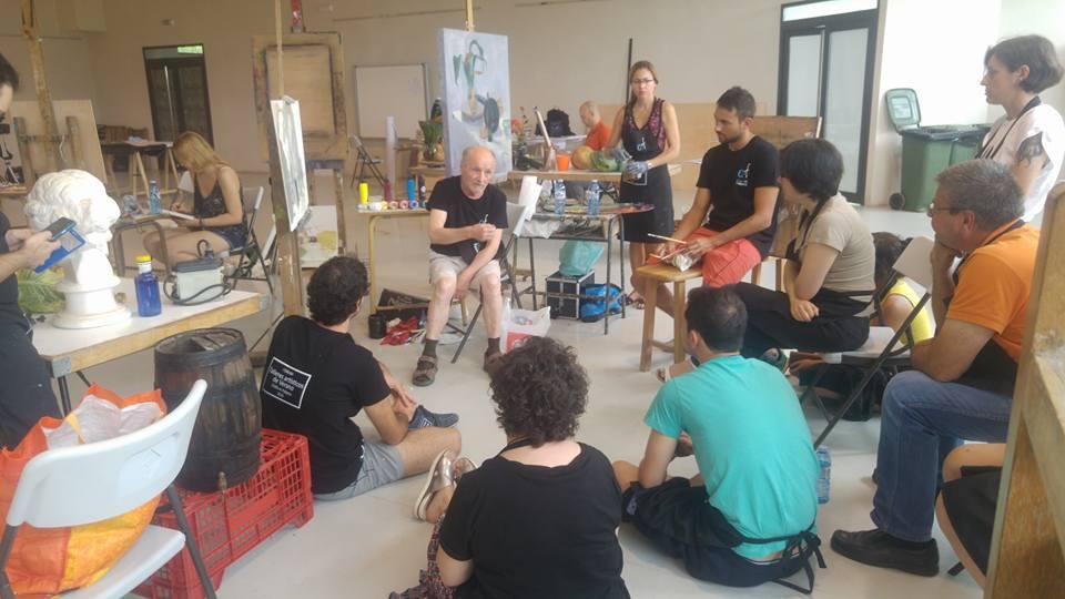 Antonio López impartiendo un taller de pintura en Fabero (León). © Foto: Charo Acera Rojo.