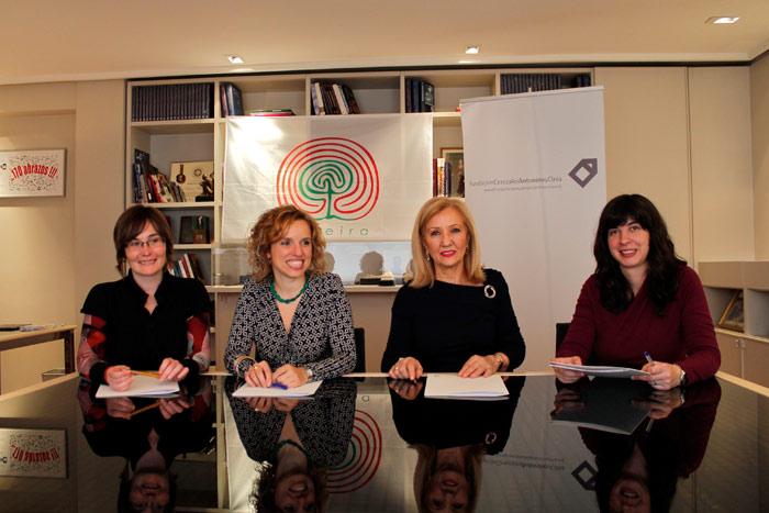 Firma del convenio de colaboración en la Fundación Cerezales para la realización del documental.