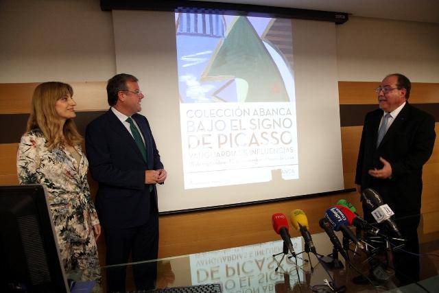 El alcalde de León, Antonio Silván, la directora general de Políticas Culturales de la Junta de Castilla y León, Mar Sancho, y el directorgeneral de RSC y Comunicación de ABANCA, Miguel Ángel Escotet.