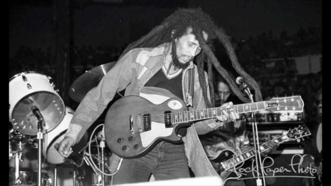 Bob Marley escribió contra el racismo%2c la violencia%2c la injusticia%2c como en su Buffalo Soldier.