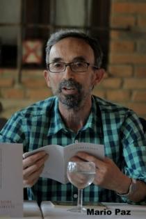 El poeta Luis Santana. © Fotografía: Mario Paz.