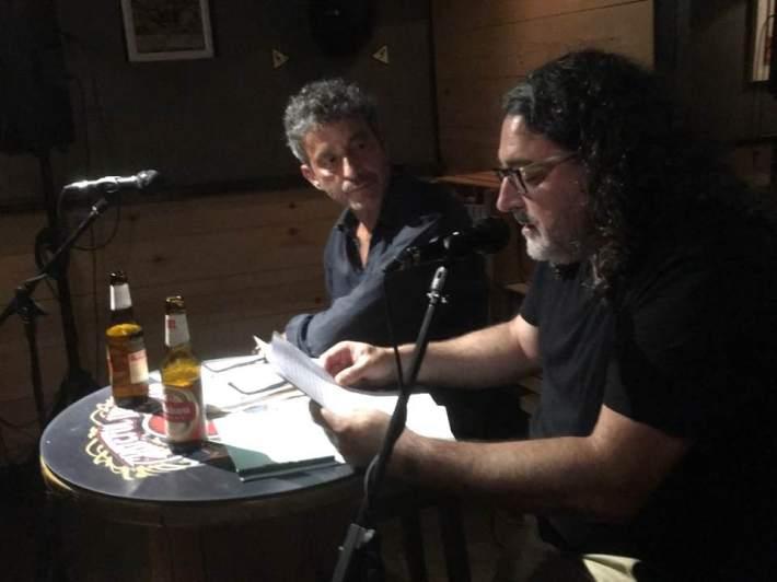 Vega y José Pajares Iglesias, en el Babylon, durante la presentación del libro.