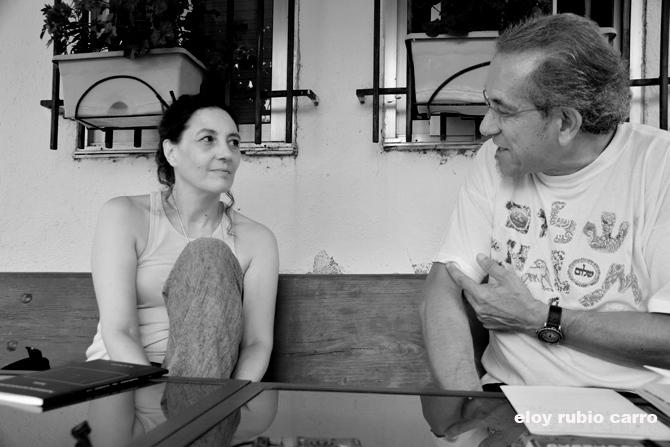 Guadalupe Grande y Tomás-Néstor Martínez, durante la entrevista. © Fotografía: Eloy Rubio Carro.