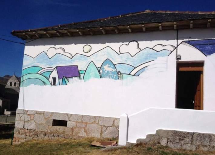 El mural a medio tapar por decisión municipal (en la actualidad ya ha sido tapado del todo). Foto: Club Xeitu.