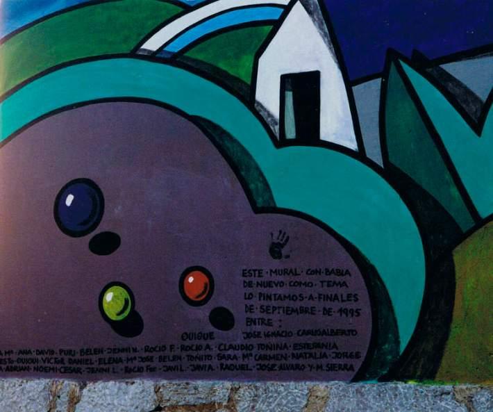 Firmas de los niños y del pintor Manuel Sierra en el mural. Ya han sido tapadas.