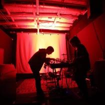 Bezbog. David Machado [izquierda] y Dora Maciel. Fotografía: Cortesía de los artistas.