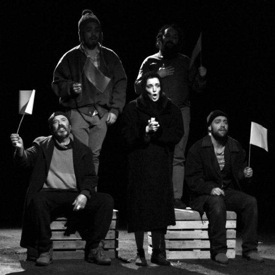 Teatro El Mayal-ULE. La ciudad sitiada, de Laila Ripoll [Teatro El Albéitar, abril de 2016]. Fotografías: Cortesía Teatro El Mayal-ULE.