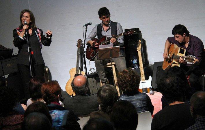 Cova Villegas con Delta Galgos [MUSAC, 30 de mayo de 2015]. Fotografía: Cortesía de los artistas.