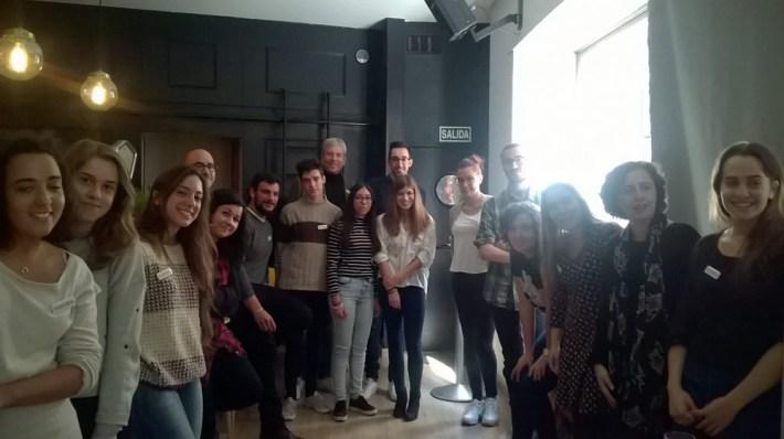 Asistentes a la primera reunión de #Plataforma en el Bar Belmondo (León).