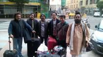Los músicos indios de TaalTantra, este lunes, a su llegada al Hotel Quindós de León. Foto: E. Otero.