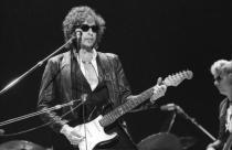 Bob Dylan declamando sus versos en pleno 'recital poético', dirían los suecos que dan el Nobel.