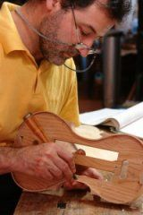 Luis Fernández. Luthier.