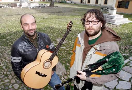 El dúo de músicos leoneses Tarna.
