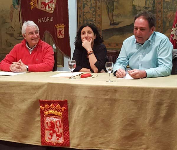 José Ramón Ortiz del Cueto, Irma Basarte y José María Hidalgo, en la Casa de León en Madrid.
