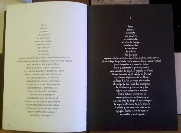 """Dos páginas del libro """"Tótem espantapájaros"""", con el primer poema en su versión negro sobre blanco, y blanco sobre negro."""