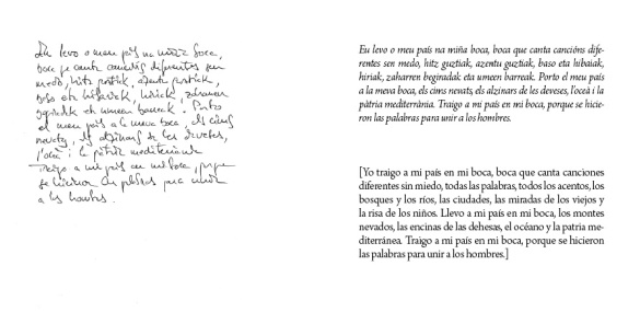 Dos páginas del libro, con uno de los aforismos en distintas lenguas.
