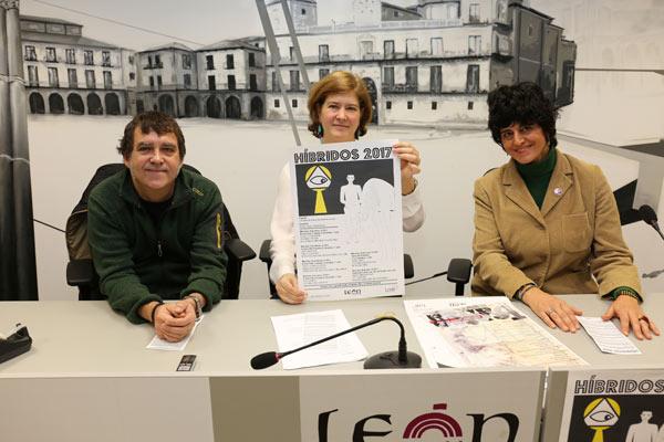 Vicente Muñoz, Margarita Torres y Silvia D. Chica, durante la presentación. Foto: César Andrés / Ayto. León.
