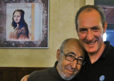 Jular con su amigo Carlos en el Fornos. Foto: E. Otero.