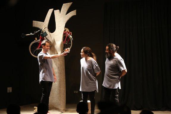 Factoría Cultural, espacio escénico. Ensayo general para alumnos de la obra de Cyclo, el nuevo espectáculo de 'El Callejón del Gato'.Avilés ©Foto Marieta AVI