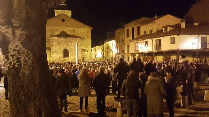 Aspecto de la concentración ciudadana a las ocho de la tarde del martes 7 de febrero de 2017. Foto: E. S.