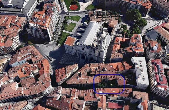 F6. Entorno Catedral de Valladolid. Vista aérea Google Earth. Recuadro con patios con jardines.