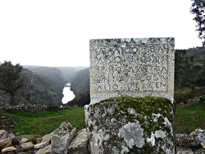 F9. Reproducción de una estela honorífica de un soldado lusitano que participo al menos en una expedición a Britania.