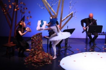 """Escena de """"El jardín musical"""". Fotografía: Nacho Carretero."""