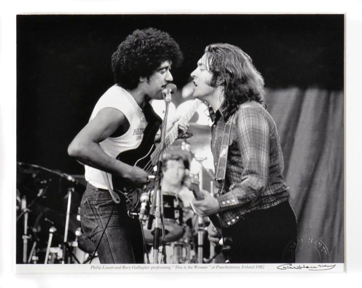 Phil Lynot (Thin Lizzy) y Rory Gallagher%2c dos de las máximas aportaciones irlandesas a la causa del rock.jpg