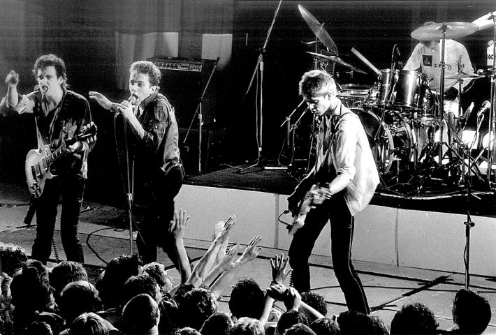 The Clash%2c que a menudo protestaban contra la sociedad occidental%2c escribieron tras regresar de Jamaica el tema %27A salvo en el hogar europeo%27 (foto Bob Gruen).jpg